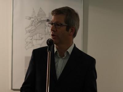 Dr. Stefan Fassbinder bei der Vernissage