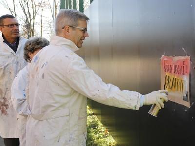 Dr. Stefan Fassbinder als Graffitisprayer