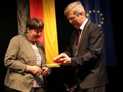 Hannelore-Kohl erhält die Rubenow-Medaille