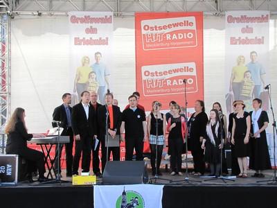das Gospelkombinat Nordost beim 1. Motorradgottesdienst in Greifswald