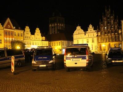 Polizeiwagen auf dem Marktplatz