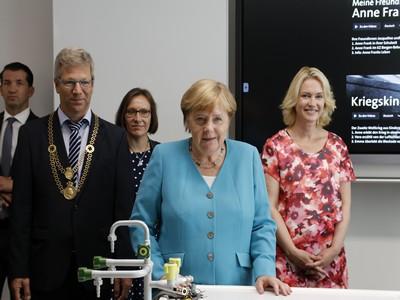 Übergabe der Erwin-Fischer-Schule
